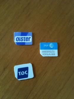 To danske sim-kort hvis størrelse er tilklippet, så størrelsen er micro-sim. at&t er det originale micro-sim-kort